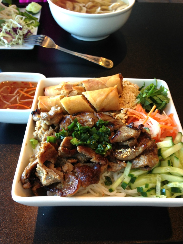 Vermicelli with Pork and Egg Roll
